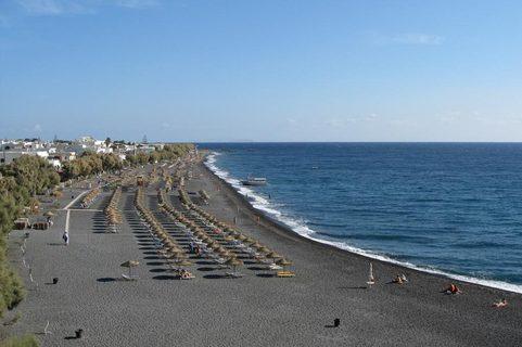 Statiunea si plaja Kamari din Santorini